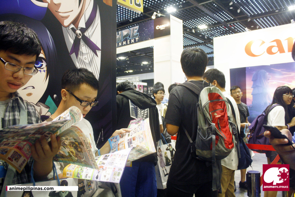 Eventgoers properly lined-up to buy the Official Merchandises of their Favourite Anime titles. (Photo by JM Melegrito)