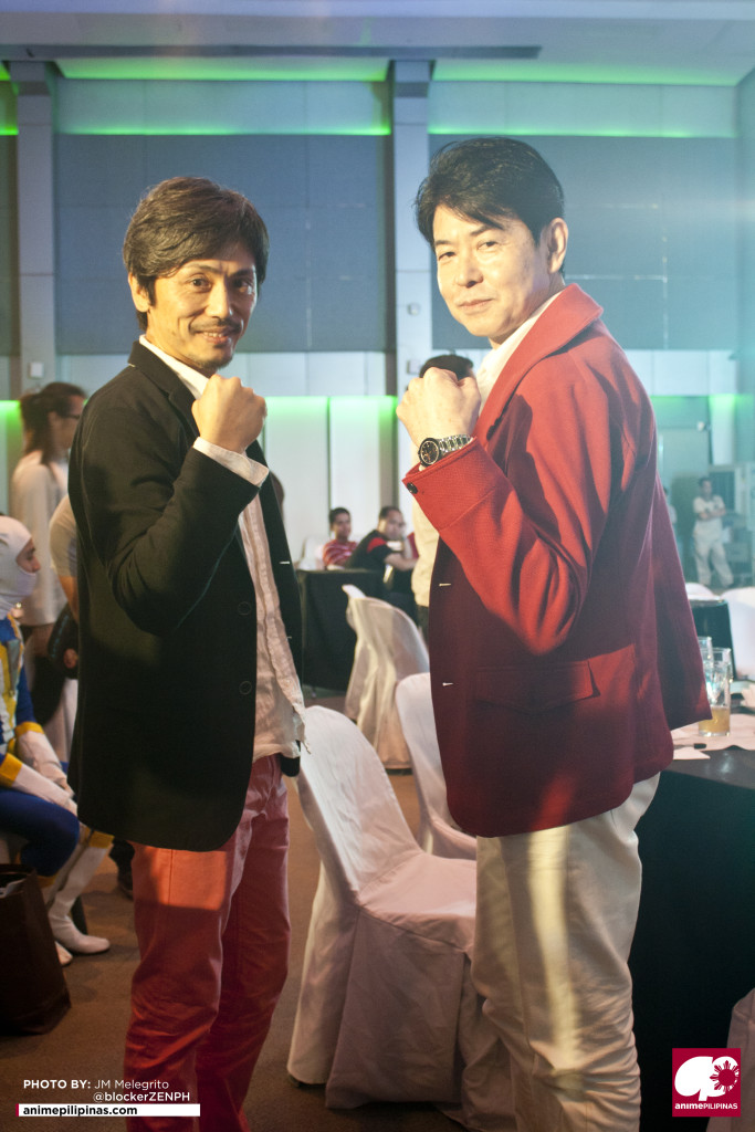 Henshincon 2015 special guests Kei Shindachiya and Kazunori Inaba posing for pictures. (Photo from JM Melegrito / Anime Pilipinas)