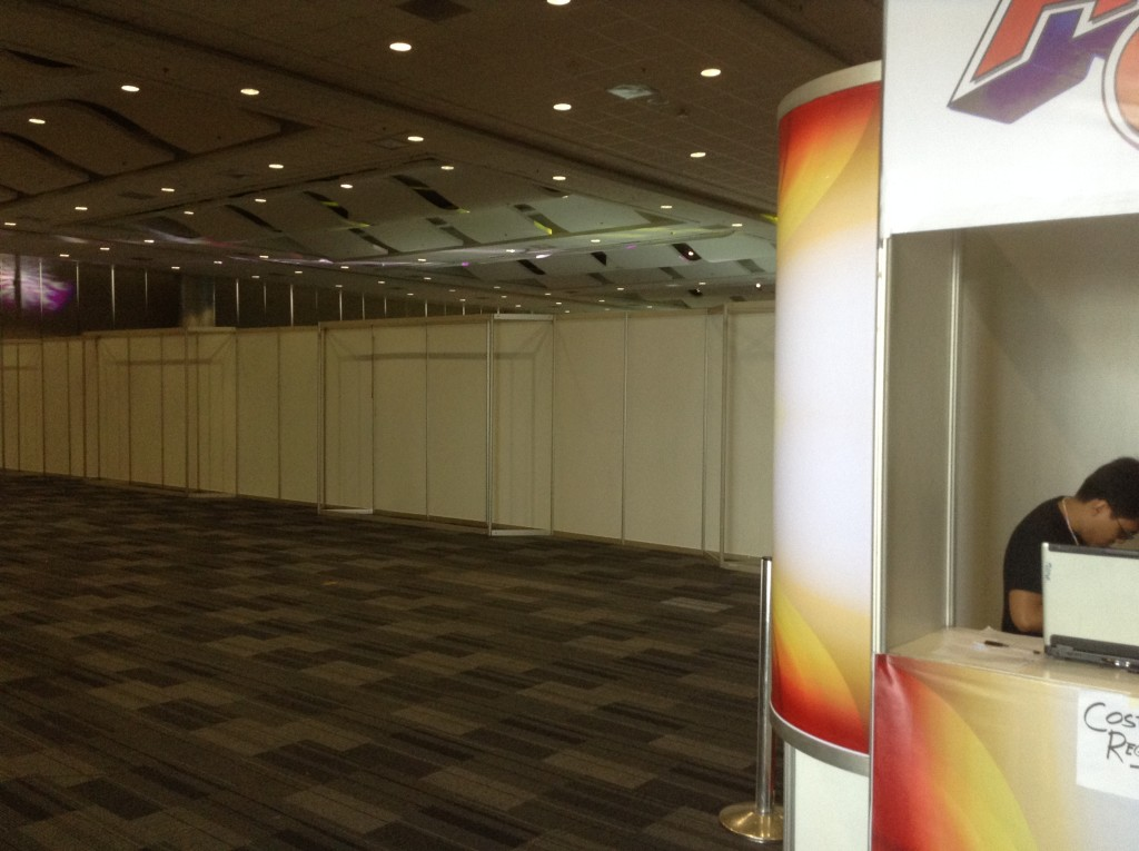Henshincon organizers used dividers to separate the event area to the entrance. (Photo by Red Mendoza / Anime Pilipinas)