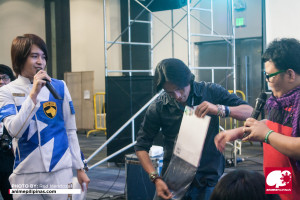 Auctions of collectibles during Henshincon 2015. (Photo from Red Mendoza / Anime Pilipinas)