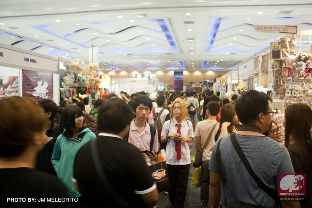 """The crowd at the exhibition hall, also known as the """"Hall EX"""", during Cosplay Mania 15. (Photo from JM Melegrito / Anime Pilipinas)"""