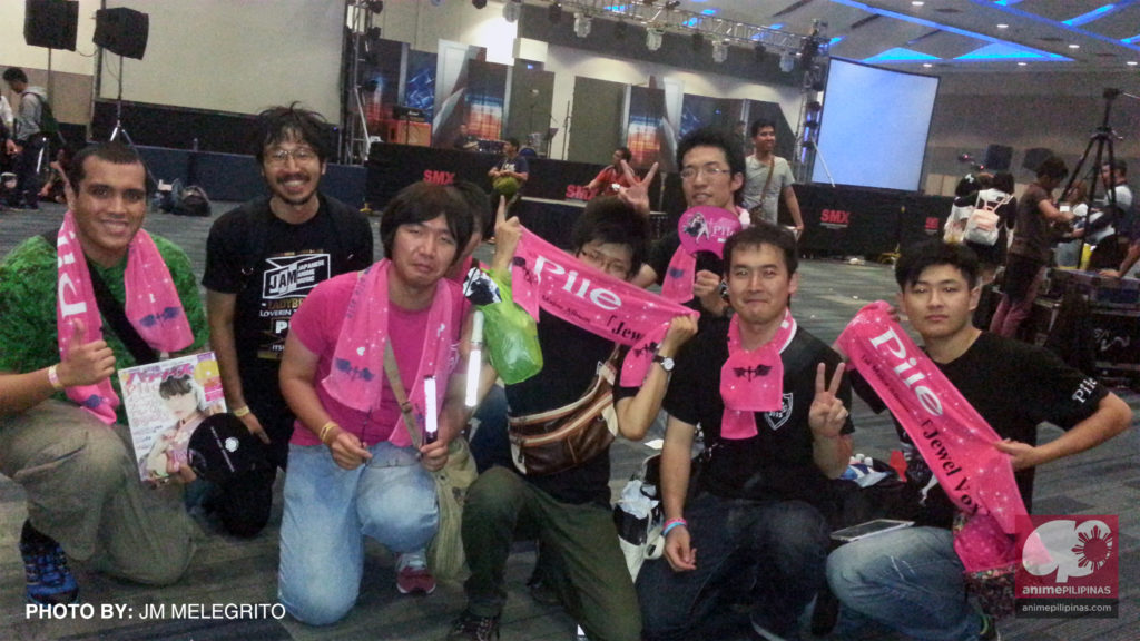 Supporters of Japanese artist Pile, who came all the way from Japan to attend Cosplay Mania JAM. (Photo from JM Melegrito / Anime Pilipinas)