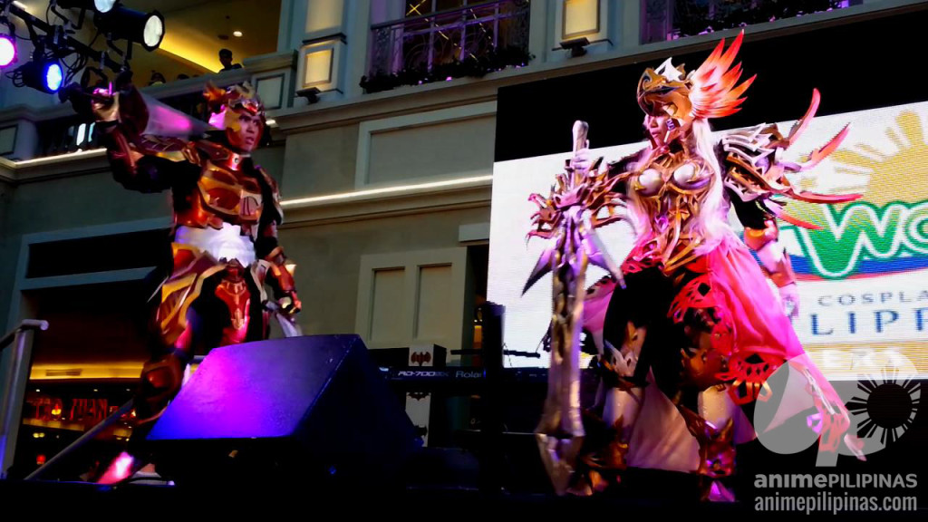 Abraham Cruz (Left) and Krizdel Ingreso (Right) cosplaying Reinhart and Maria of the video game Knights in the Nightmare. (Photo from JM Melegrito / Anime Pilipinas)