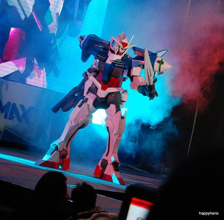 Clive Lee as Gundam 00 during Cosplay Mania '11. (Photo by Marko Villaluz)