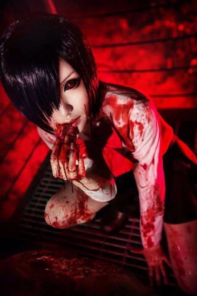Mon asToka Kirishima of Tokyo Ghoul (Photo from WorldCosplay.net)