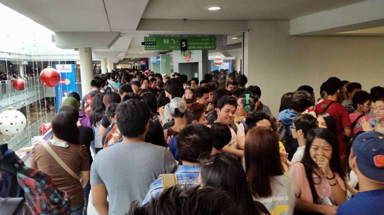 A screenshot coming from a Social Media post on the crowds of Ozine Fest - Anime Figures Special 2014's First Day.
