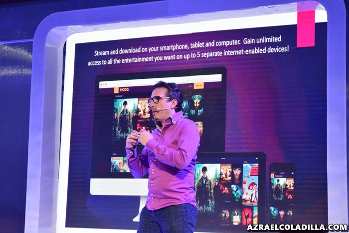 HOOQ Founding CEO Peter G. Bithos demonstrating to the media & bloggers the upcoming video on-demand service. (Photo by Azrael Coladilla)