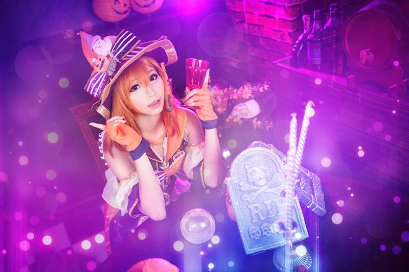 "Luffy as ""Honoka Kosaka"" of Love Live! School Idol Project (Photo from WorldCosplay.net)"